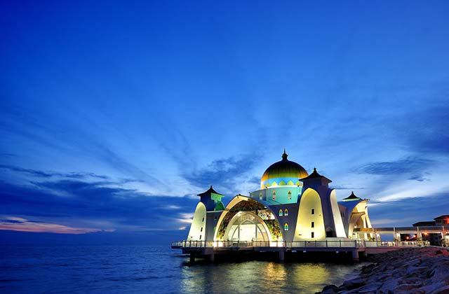 Tengku Tengah Zaharah Mosque, Malaysia