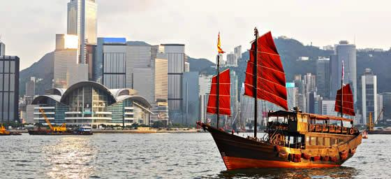 Hong Kong: Boat on Harbour