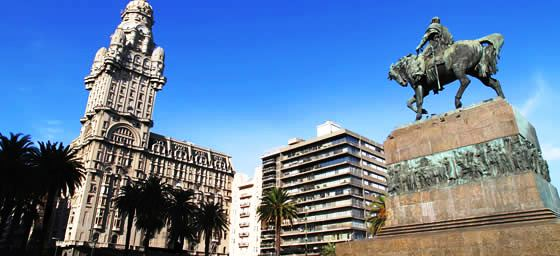 Montevideo: Plaza Independence