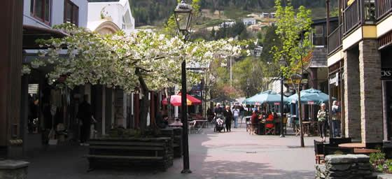 Queenstown: Street lined with Shops & Cafes