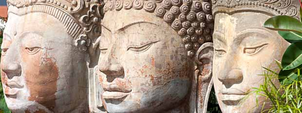 Singapore points of interest | Three Buddha head statues