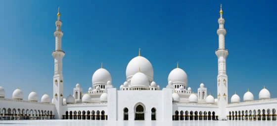 A view of the beautiful Sheikh Zayed Mosque, in Abu Dhabi, UAE, which can be visited via a cheap flight from Flight Centre.