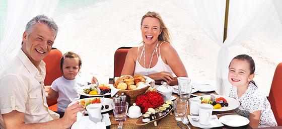 Vacances en famille: dîner en famille