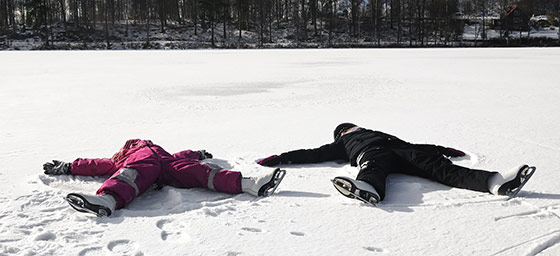 Snow Honeymoons: Make matching snow angels