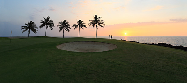 Play a Sunset Round in Hawaii